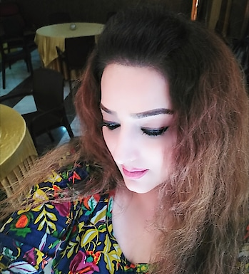 selfie 😍  #ootd #jewellery #outfit  #outfitoftheday #roposofashion #roposofashionista #fashionblogger #fashiondiaries #roposostyle #streetstyle #roposolook #lookoftheday #ropososelfie #roposolovers #roposolove #follow #beautiful #picoftheday #ootdmagazine #notfilter #lovebooks