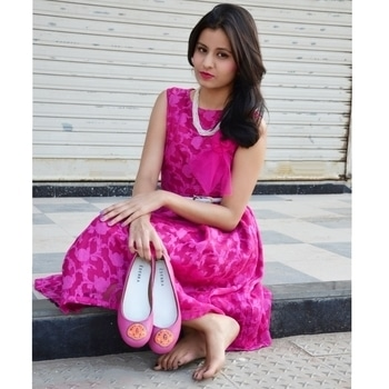 Yes, I love💕 these super pretty and cute flats from @ederra.in💞 Also I feel like I look like a doll😁😉 what do you guys think?? . . . . #ChauhanDrastiXederra #fashionista #fashionblogger #ahmedabadblogger #pinklove #shoeporn #indianblogger #footwear #ballerinas #ootd #streetstyle #indianblogger #pinkdress #chauhandrasti #tagsforlikes #flatlove #handcraftedshoes #leather #flats #shoeaddict #popxoblognetwork  #followme #shoes