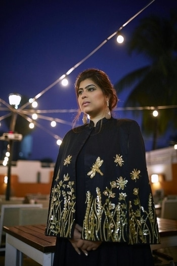 Step your best foot forward in all the glitz and glamour. The golden embroidered work on the blazer add the much needed Christmas charm while keeping the look apt for a sophisticated chic.  Cape : #diyarajvvir || Dress : @azafashions || Makeup : #stacygomes || Bangles : #notandas || Earrings : #gehnajewellers  #christmaslook  #capedress #fashionsirkus