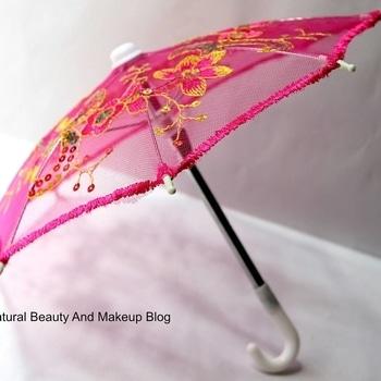 I find #happiness  in collecting cute stuff 🙌💕 got this #supercute  mini Chinese style umbrella 🌂☂ from Lantau Island🏝, Hong Kong ❤  #souvenir  #nbamtravels #picoftheday  ❤ Happy Weekend everyone ☺ . . . #weekendvibes  #morningcuteness #touristythings #souvenirs  #souvenirtas #chinesestyle  #umbrella  #littlethings  #littlethingsinlife #lantauisland #hkigers #hongkong  #cutestuff  #naturalbeautyandmakeup  #photoshoot  #productshoot  #lifeisbeautiful  #abmlifeiscolorful #travelblog  #lifestyleblogger  #indianblogger  #hongkongdiaries #northeastindia  #cute  #travelbloggerindia