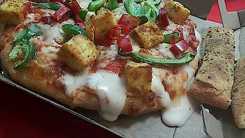 #life#pizzalove #dominospizza #cheeseburst #peppy paneer#yummyinmytummy