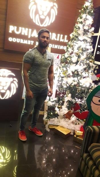 Meri Christmas vali pic #mall #hotel #lunchtime #newdp #camera  #gym #gymlife  #workout #bodybuilding  #body  #mrdelhi #mrindia  #facebook  #blogger  #socialmedia  #instagram  #facebooklikes  #request  #lifestyle  #bollywood #bollywood  #picsart #create  #workout