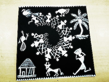 When warli painting demo class turns out as a workshop...done by me 😎😜😜😜 #warli #painting #workshop #workshops #designer #brush #brush #black-and-white #acrylics #colour #colors #fun #beauty #art #demo #trail #1st #trail #roposo #roposotalenthunt #ffdesignerhunt #roposotalent