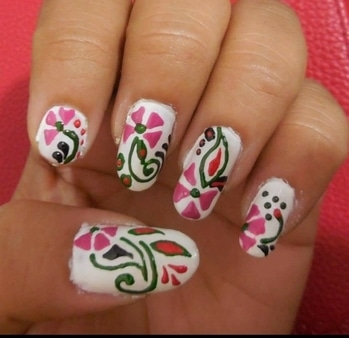 #simpleyetstylish #whiteisalwaysright #floralprint #mycreations #lovelynails #somuchfun #mypassion