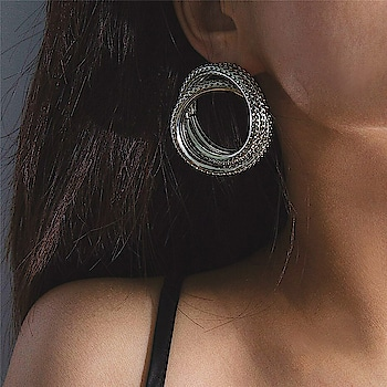 Fashion Update 101 🔥  https://www.theredbox.co.in/en/product/silver-helix-earrings/?v=c86ee0d9d7ed ✨ . . . . . #theredbox #fashion #quarantinelife #onlineshopping #stylediary #whatiwore #jewelerygram #fashionupdate #stylegram #shopsmallbusiness