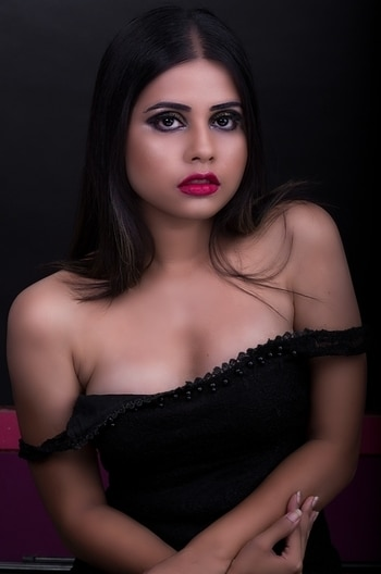 red lipsticks are the only reasons of wearing black #blackoutfit #redlipstick #magazineshoot #shootmode #trend-alert #contour #makeup #portfoliophotosshoot #portraitmood #glamorouslook #sensualphotoshoot