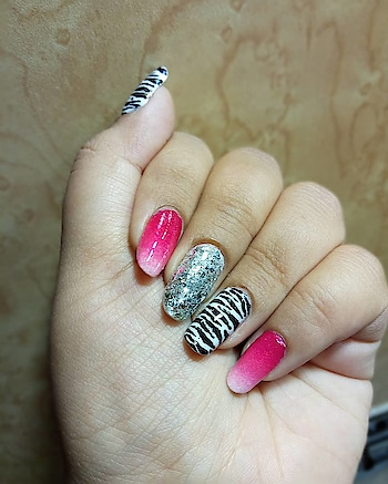 #mixnmatch is always a good idea, you can get some beautiful outcomes, simply by combining to contrast design or combination! I did the ombre nails with a zebra design and see how amazing that looks now!  . . . #nail-addict #nailart #nailartlove #nails #nailpolish #nailcolor #fashion #style #chips #art #creative #love4nail #nailpaintlovers #nail-designs #nailsoftheday #nailartpromote #naildesign #indiannailartist #indiannails #nailporn #perfectnails #nailartlove #nailsoftheday #promotion #stayclassy #stayblessed #staytuned #trendystuff #dreamnails