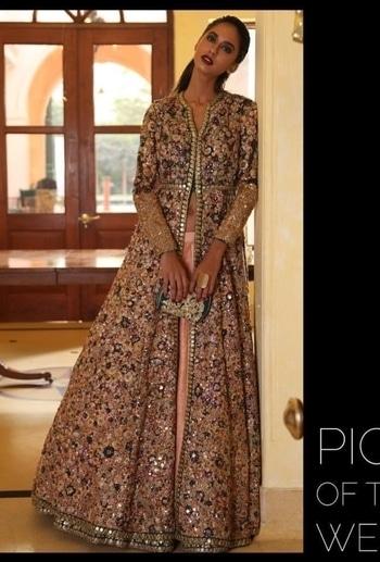 Get the classy look with shrangar  visit us www.shrangar.com #shrangar #delhi #chandnichowk  #bride #bridalwear #wedding #style #lehenga #jacket #ethinic #bridal #designer #fashion #blog #blogger #ootd #roposo #instastyle  #pickoftheweek #roposo-makeupandfashiondiaries