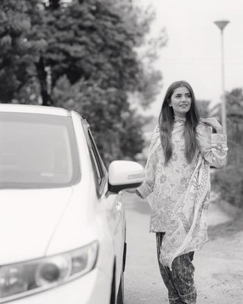 mominamustehsan#RiderZero for @uber_pk in Faisalabad! Love how this amazing (and reliable!) service is finally in Pakistan and is growing on a daily!  Keep calm and #UberOn! 😎 Also, you can get 5 free rides up to Rs. 300 each by using the promo UBERLOVESFSD between now and 21st May! #MominaMustehsan #MominaxUber #UberLovesFSD #UberPakistan 👗 @shahbanoofficial