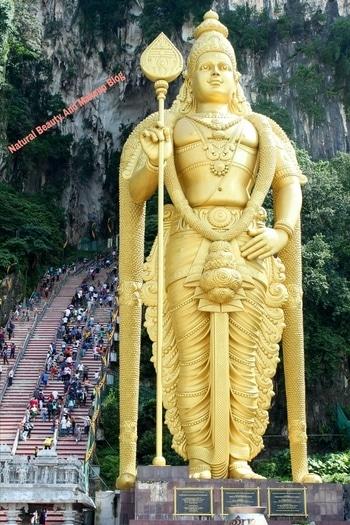 An impressive gigantic statue of Lord Murugan 🙏, Malaysia ☺ It is  infact the world's tallest statue of Murugan  (Wikipedia source) 😍 #nbamtravels  . . . . . Happy weekend friends  🤗☺💕 . . . . . . . . , , . . .  #batucaves  #giant  #statue  #caves  #naturalbeautyandmakeup  #historicalplace  #historical  #travelblogger  #travelphotography  #travelpics   #travellingram   #travelbug  #mypixeldiary  #roposotravelling  #instapassport #instagood  #travelersnotebook   #tourists  #trip  #view  #greenery  #adventure   #destinationearth  #followformore  #malaysia  #beautifuldestination   #exploreworld #roposotravel  #dslrphotography