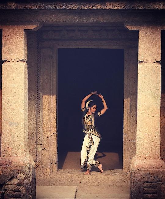 PC @vardaansinghphotography #shoot #photoshoot #model #modeling #marathimulgi #actress #performer #lovemyjob #meerajoshi #vardaansinghphotography #moodygrams #bharatanatyam #bharatnatyampose #bharatanatyamdancer #bharatnatyamdance #bharatnatyamdancers #classicaldancer #poser #danceislife #happiness #passion #dancerforlife #meerajoshi