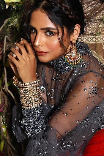 #SprinklebyNityaBajaj in a gorgeous charcoal 😍 Grab our sparkles only at #NityaBajaj  Talent @harshi2531  HMU @gurumakeupart  Assistance @manudheerajmakeupartist @mahimagulatiofficial  Jewelry @sunarjewels  #bridal #labelnityabajaj #NityaBajaj #bride #weddinglook #wedding #NBbride #fashion #grey #gold #indianstreetfashion #weddinginspiration #weddingideas