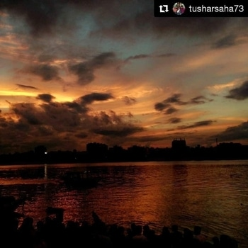 Good night guys Repost @tusharsaha73  #kolkata #sunset #soi #india #evening #goodevening #cholrasta_photography #soi #kolkataclicks #kolkatacity #kolkatagram #calcalling #calcuttacacophony #sokolkata #kolkatadiaries #whatsupkolkata #hellokolkata #amarkolkata #onlyinbengal #instakolkata #mykolkata #kolkatablogger #ig_calcutta  #ourcitykolkata #storiesofindia #storiesofkolkata #travel