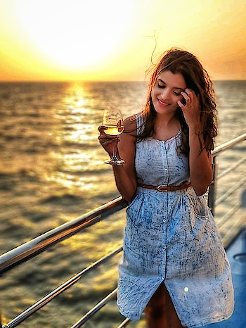 The ocean is everything I want to be, beautiful, mysterious, wild and free🌊🌊 #ocean #mumbaimaidencruise #thehighlife #sunset #vitaminsea #cruiselife #windinmyhair #waves #sailing #anchorsaway #happyme #atpeace