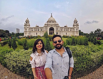 Day 1   I remember studying about Victoria Memorial in school but trust me, the pictures I saw in my textbooks don't do justice to its beauty! Dedicated to Queen Victoria, it was built with white marble about a century ago and was mostly funded by Indian states and the citizens! ✨ We also visited Prinsep Ghat to witness the beauty of Hooghly River under the moonlight. What a sight! ♥️ . Shot on @goproin . . . #traversedlands #travel #Kolkata #wanderlust #Hooghly #travelblogger #traveldiaries #WestBengal #VictoriaMemorial #photography #delhibloggers #travelgoals #IncredibleIndia #photooftheday #PrinsepGhat #citylife