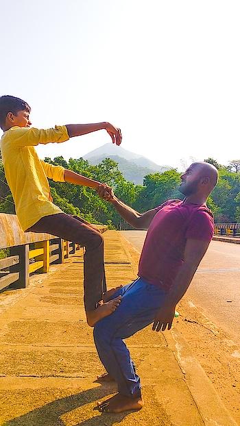 Picking up mountains 😊 . . . . #yoga #yogafun #yogalife #yogaeveryday #partneryoga #yogaeverywhere