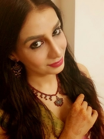 Jewellery has always made women feel beautiful & confident. 👸💎 Women of all age groups are crazy about it. We have left those days behind when only diamonds, gold, silver were the only metals to be worn by women, today's working ladies love to try out different and trendy styles as well. I simply love #oxidizedjewelry jewellery , it looks #antique and that's what i like about it.With just the right #makeup  #traditional #lotusmakeup #ethnic #soroposo #roposolook #ropo-style #indianblogger #fashion #me #love #thebest #glam #glow #dewymakeup #jaipur #jaipurbloggers #bbloggger #lookoftheday #fashionblogger #selfie #smile #lookyourbest #loveyourself #gems  #roposlove ❤😘