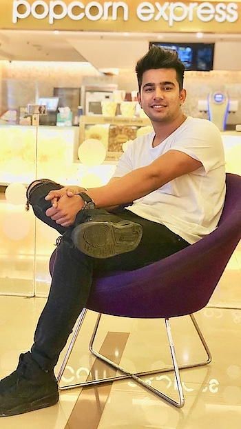 @jass_manak #jassmanak #jass_manak #suitpunjabi #withoutyou #prada #boss #uturn #look #smile #att #sirra #ghaint #jatt #manakadamunda #singer #mood #roposostar #roposo #star #photo