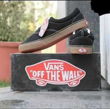 👉VANS👈 CASUAL WEAR  GENUINE PRODUCT ALL SIZES - 6,7,8,9,10,11 Price - R$ @699 For order dm or whatsapp @9041907624 Delivered in 3 days  #sneakers