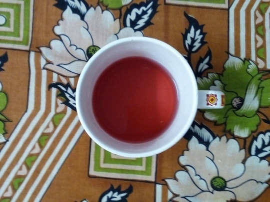 Weekend morning with this beautiful red colored tea! Can u guess the flavor of it? I have been consuming this tea for the past four days from the day I received it from @sweetea_india It has many good benefits for our skin and body. The full review of this tea and about the brand coming soon on my instablog :) Stay tuned.  #fashionblogger #lifestyleblogger #organic #organicblogger #chennaiblogger #instafashion #indianblogger #roposodiaries #roposoblogger #roposotalks #beautyblogger #beauty #skincare #thegoldiegirl #trichy #skincare #healthy #organictea #sweetea #sabdariffa  #rosasinesis  #thegoldiegirltales