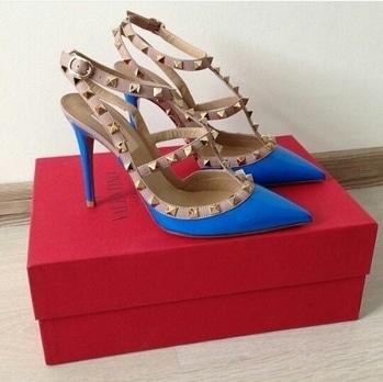 #heels #heelslove #valentinos #rockstud #blue #ropo-love #ropo-good #ropsodaily #ropsofashion 😍😘👌💗👠