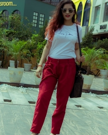 T from @parisianboudior   Pants from H&M  shoes from H&M