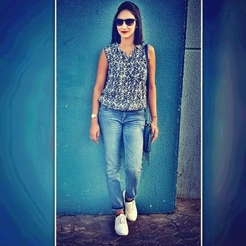 """""""Style"""" is a way to say Who you are without having to """"Speak"""" 😘 !!! #hnmtop #levisjeans #diorsunglass #guesswatch 😘 !!!"""