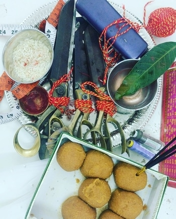 #dhanteraspujan at #NBHeadquarters  Worshipping what we see everyday, what gets us bread and butter and wishing for growth and prosperity at our workstation🙏 #happyteam #happydhanteras #TeamNityaBajaj #pujaatwork #nityabajaj #labelnityabajaj #scissors #machines #dhanteras2017 #dhanteras Wishing for a happy year ahead @labelnityabajaj