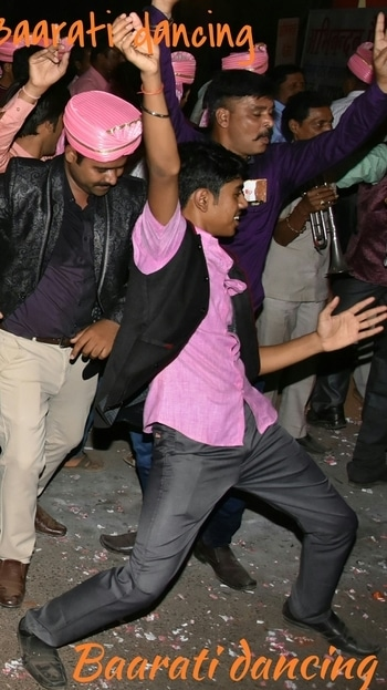 #Kudiya kya #nachengi re ..... #dancing #floor ke #legend hum ... #dance #baarat #baarati  #dress from #siyaram's #fun #masti #naachgana