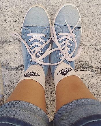 Tie ur lace so that u don't fall anywr😛 . . . #sneakers👟#shoes#kicks#instashoes #instakicks#jeans#sneakers#sneakerhead#soleonfire#nicekicks#sneakerfreak#adidassocks#photooftheday#sneakerholics#sneakerfiend#shoegasm#kickstagram #walklikeme😜